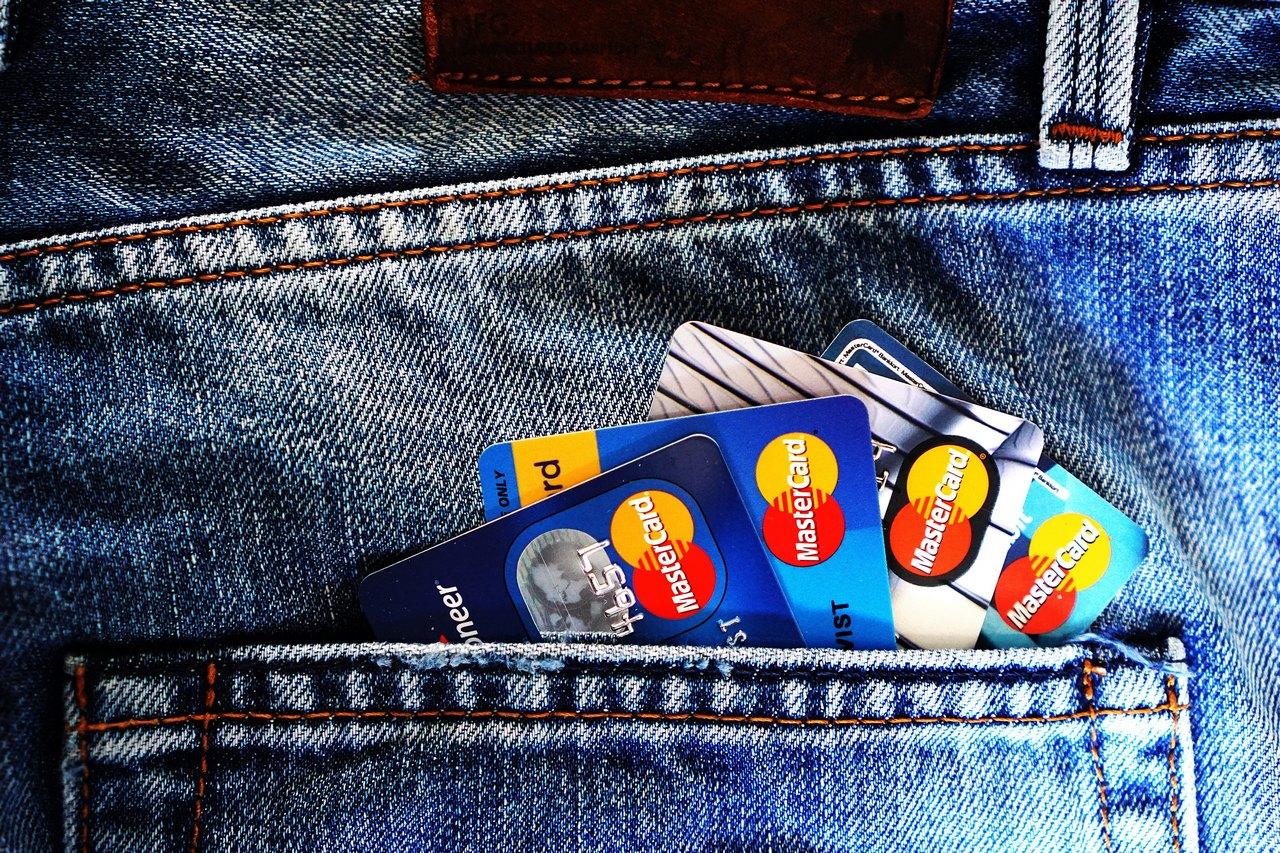 各家銀行信用卡免付費電話號碼 一次整理出來給你